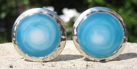 Blauwe oorclips