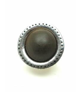 Ronde metalen oorclips met bruine houten inleg