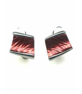 Rode oorclips oorbellen in gun black zetting