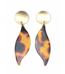 Bruine oorclips met bladvormige hanger en goudkleurig klemmetje